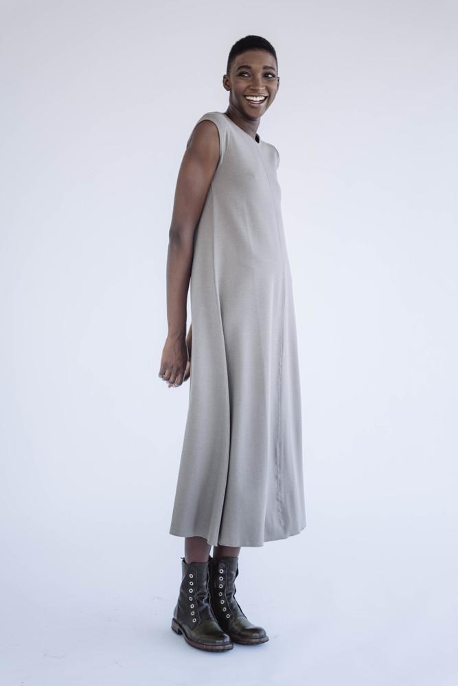 תמונה של שמלה פנינה מוקה