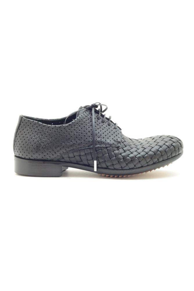תמונה של נעליים מהגוני