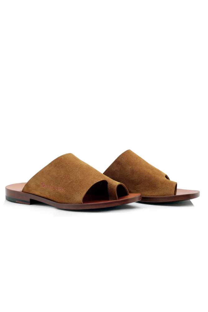 תמונה של נעליים מייפל