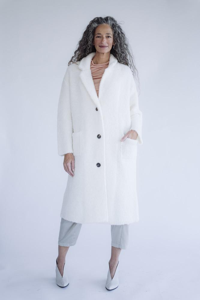 תמונה של מעיל אנטוניו לבן