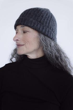 תמונה של כובע סימונה אפור