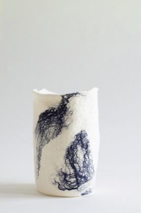 תמונה של ואזה כחול לבן